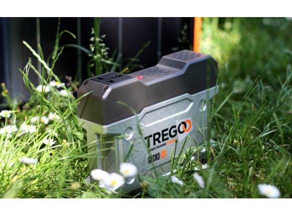 The inverter of  Gecko 120 allows you to charge mobile devices, such as your notebook